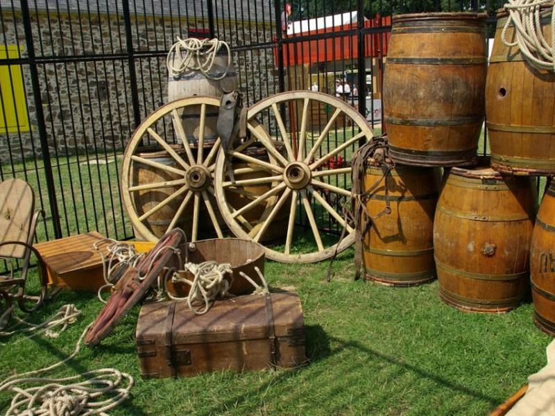 location prestation far west saloon d cor th me cowboy. Black Bedroom Furniture Sets. Home Design Ideas