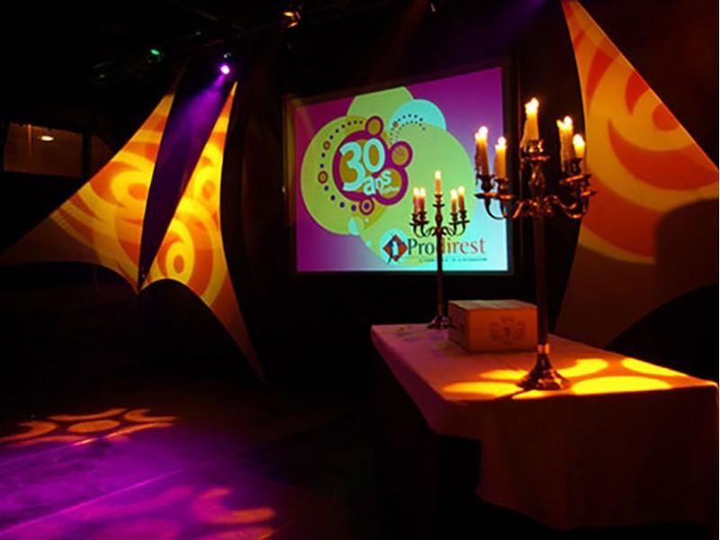 Jeu TV interactif pour les entreprises. Nova spécialiste animation et team building sur Saint-Malo, Dinan, Rennes, Brest, Nantes