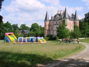 Challenge team building réalisé dans le parc du Château d'Apigné. Team building à thème par Nova Animation Décor Technique.