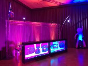Soirée au décor disco avec musique des années 70