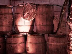 Nova loue des tonneaux pour la réalisation de décor corsaire et pirate. Livraison en France.