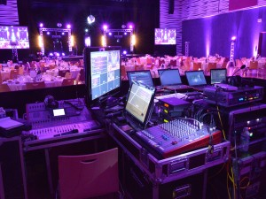 Nova scénarise les soirées d'entreprise pour les soirées de gala, lancement produit, séminaire, convention.
