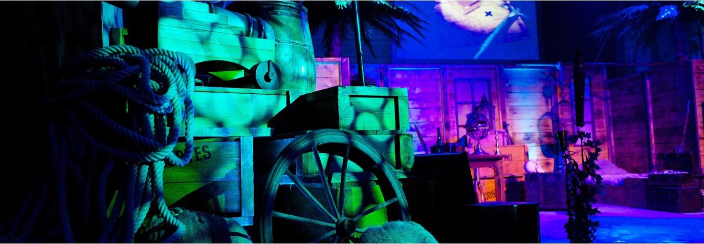 Décor a thème en loc de décor pour la réalisation de soirée entreprise évènementielle par l'agence événementielle NOVA.